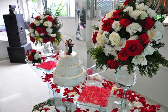 Modne figurki na tort weselny