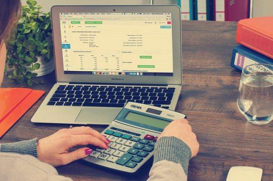 Czym różni się rachunkowość od księgowości?